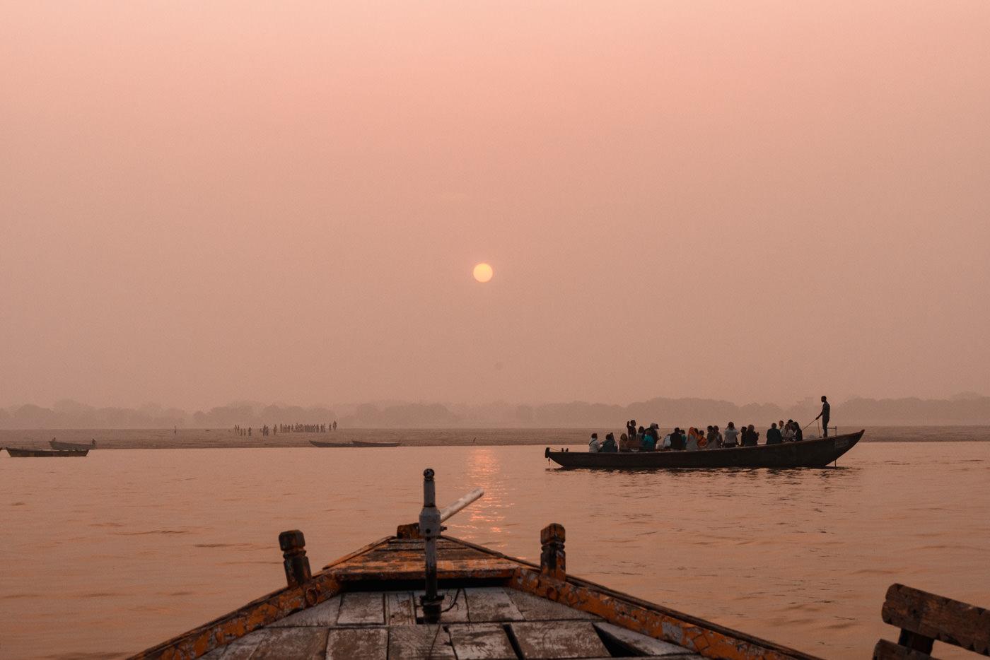 Bootsfahrt auf dem Ganges in Varanasi