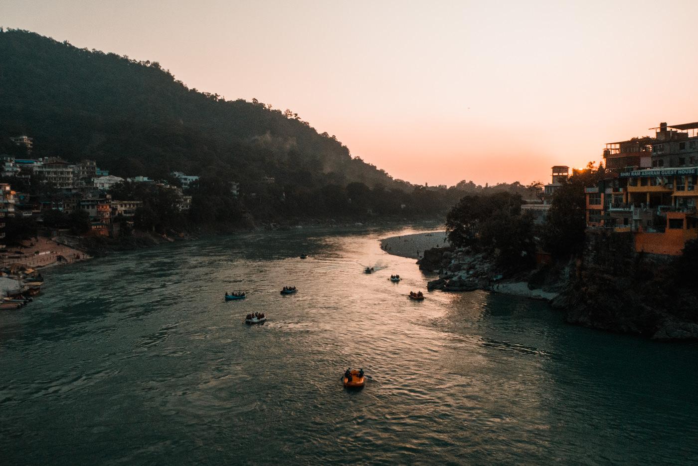 Blick auf den Ganges in Rishikesh